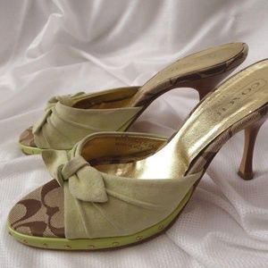COACH Women Size 7 B Light Green Sydnie Suede bow
